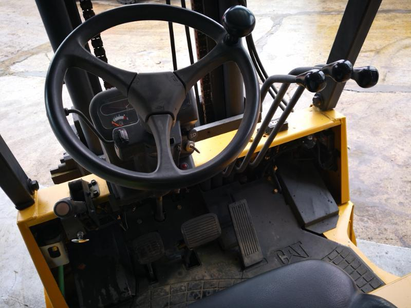 Four wheel counterbalanced forklift Caterpillar GC55K for sale at