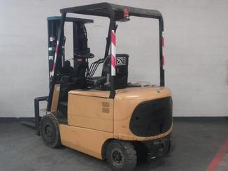 Four wheel counterbalanced forklift Caterpillar EP25K-PAC - 5