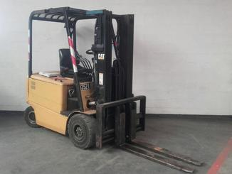 Four wheel counterbalanced forklift Caterpillar EP25K-PAC - 2