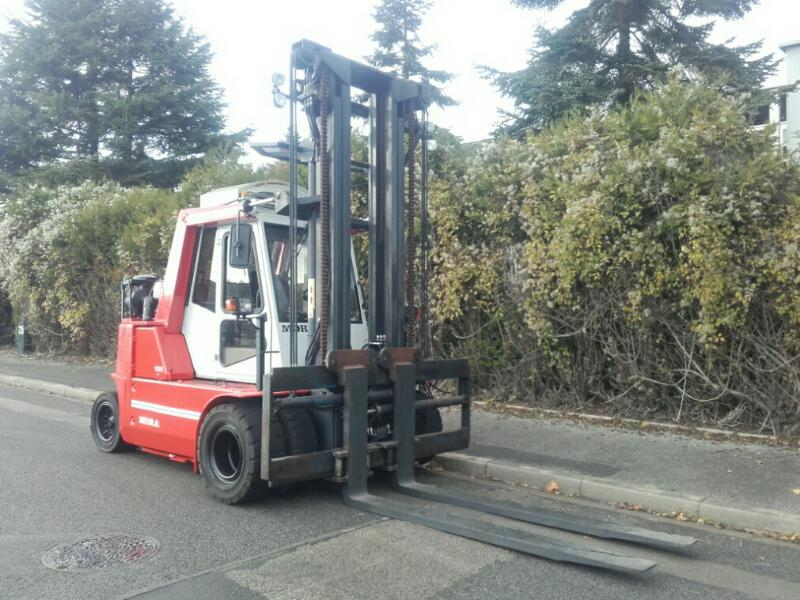 Four wheel counterbalanced forklift Mora M100C - 1