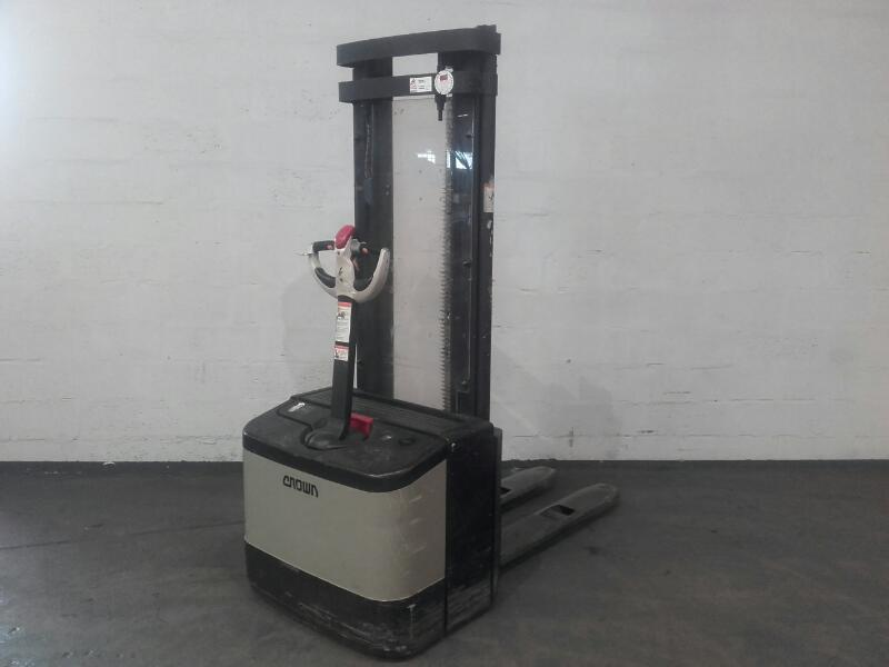 Pedestrian pallet stacker Crown WE2300 - 1