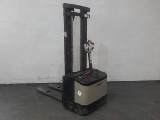 Pedestrian pallet stacker Crown WE2300 - 4