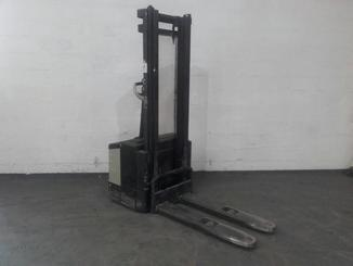 Pedestrian pallet stacker Crown WE2300 - 5