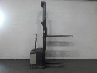 Pedestrian pallet stacker Crown WE2300 - 10