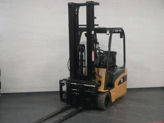 Three wheel counterbalanced forklift Caterpillar EP20NT - 2