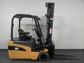 Three wheel counterbalanced forklift Caterpillar EP20NT - 3