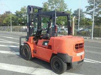 Four wheel counterbalanced forklift Nissan F04D40T - 4