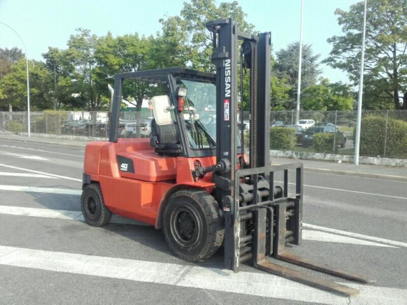 Four wheel counterbalanced forklift Nissan F04D40T - 1