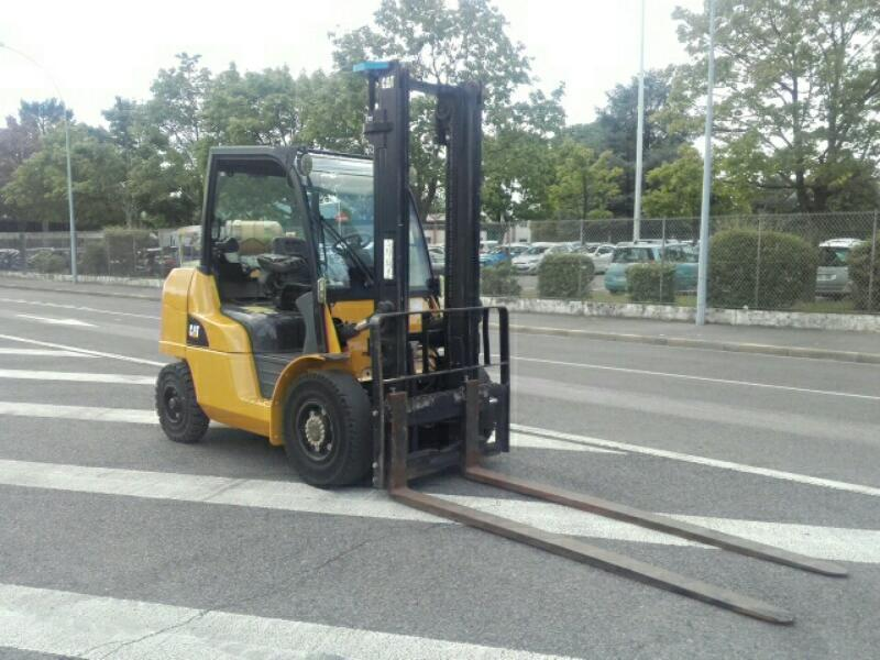 Four wheel counterbalanced forklift Caterpillar GP40NT - 1