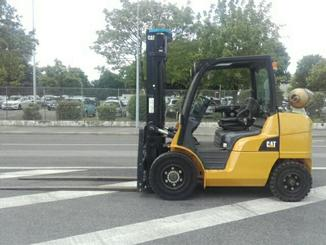 Four wheel counterbalanced forklift Caterpillar GP40NT - 2
