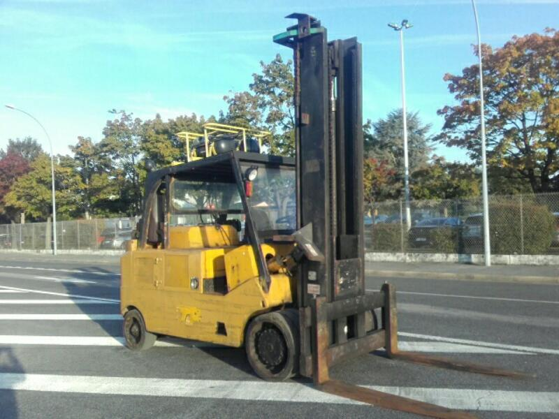 Four wheel counterbalanced forklift Royal T225B - 1