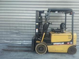 Four wheel counterbalanced forklift Caterpillar EP25K-PAC - 4