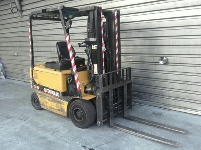 Four wheel front forklift Caterpillar EP25K-PAC - 1
