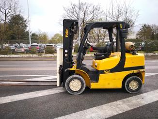 Four wheel counterbalanced forklift Yale GLP40 VX - 2