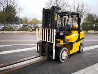 Four wheel counterbalanced forklift Yale GLP40 VX - 1