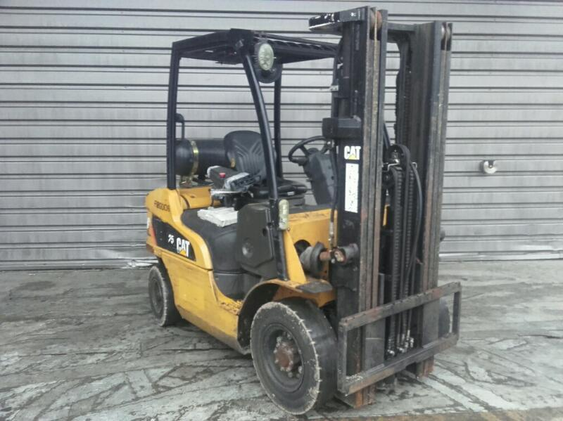 Four wheel counterbalanced forklift Caterpillar GP25N - 1