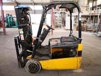 Three wheel counterbalanced forklift Caterpillar EP16NT - 1