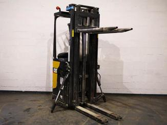 Pallet stacker with rider platform Caterpillar NSR20N - 4