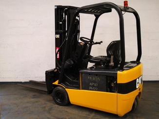 Three wheel counterbalanced forklift Caterpillar EP16NT - 2