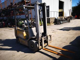 Four wheel counterbalanced forklift Yale GLP16 - 1