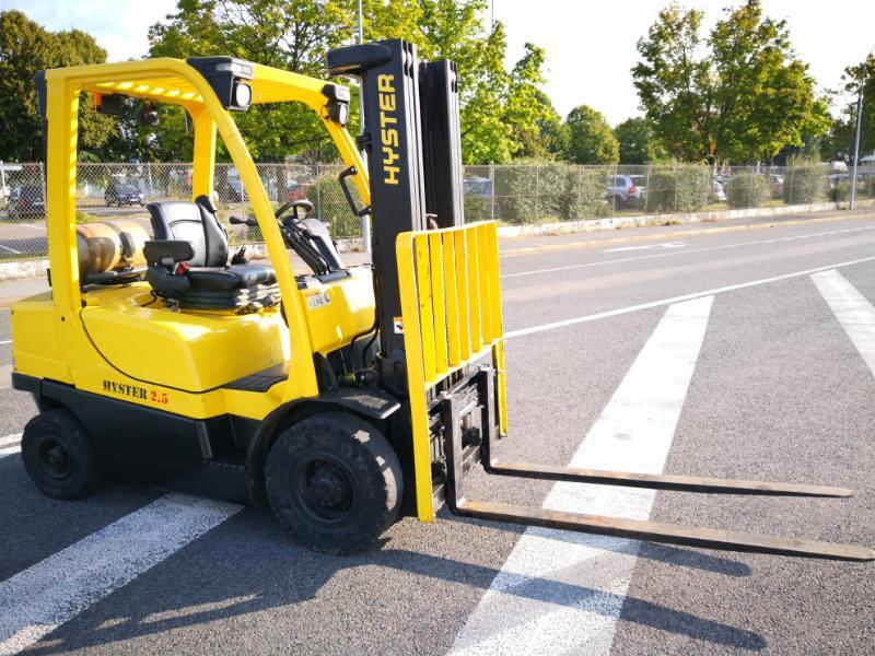 Four wheel counterbalanced forklift Hyster H2.5FT - 1