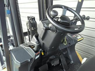 Four wheel front forklift Caterpillar GP25N - 4