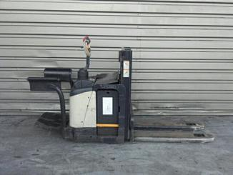 Low level order picker Crown WD2330S - 1