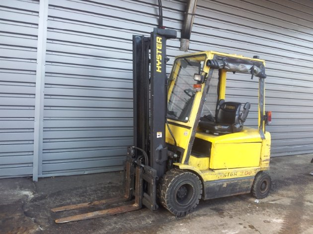 Four wheel counterbalanced forklift Hyster J2.00XM - 1