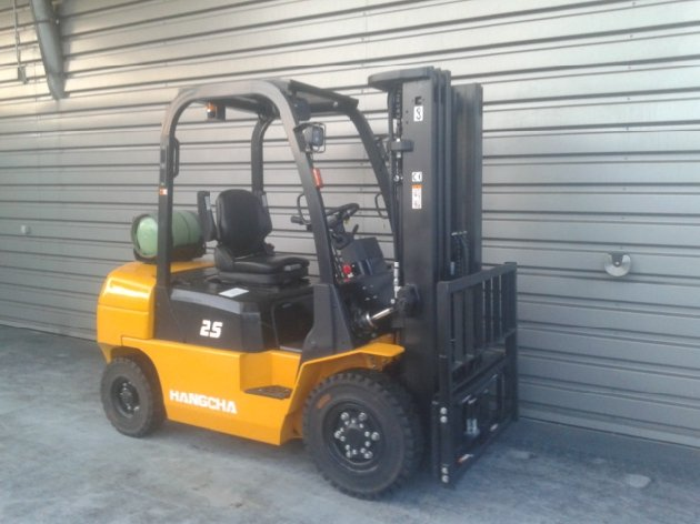 Four wheel counterbalanced forklift Hangcha R25G - 1