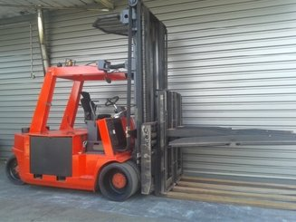 Four wheel counterbalanced forklift Mora EP105RK - 1