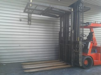 Four wheel counterbalanced forklift Mora EP105RK - 2