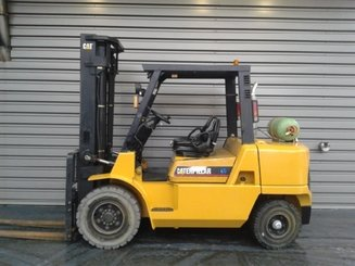 Four wheel counterbalanced forklift Caterpillar GP45K - 1