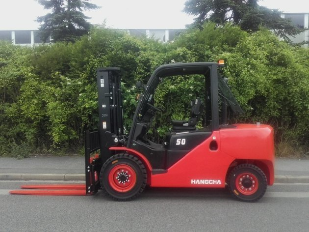 Four wheel counterbalanced forklift Hangcha XF50D - 1