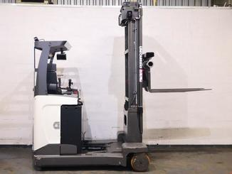 Multi-directional retractable mast reach truck UniCarriers 250DTFVRE635UFW - 2