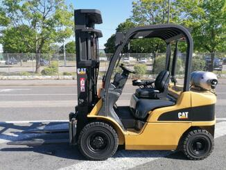 Four wheel front forklift Caterpillar GP25N - 2