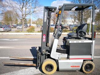 Four wheel counterbalanced forklift Nissan FPO1R15U - 2