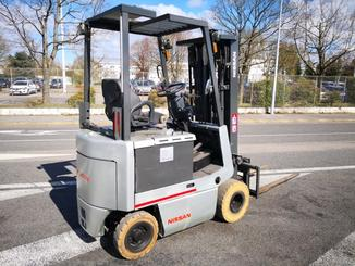Four wheel counterbalanced forklift Nissan FPO1R15U - 5