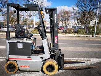 Four wheel counterbalanced forklift Nissan FPO1R15U - 3