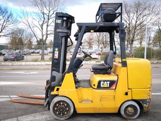 Four wheel front forklift Caterpillar GC45 - 2