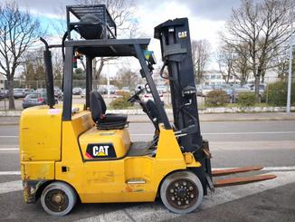 Four wheel front forklift Caterpillar GC45 - 3