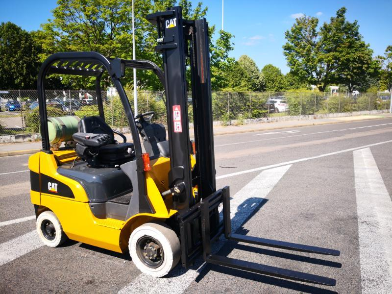 Four wheel counterbalanced forklift Caterpillar GP18N - 1