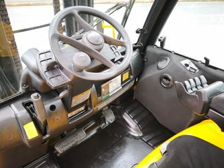Four wheel counterbalanced forklift Yale GDP55VX - 9