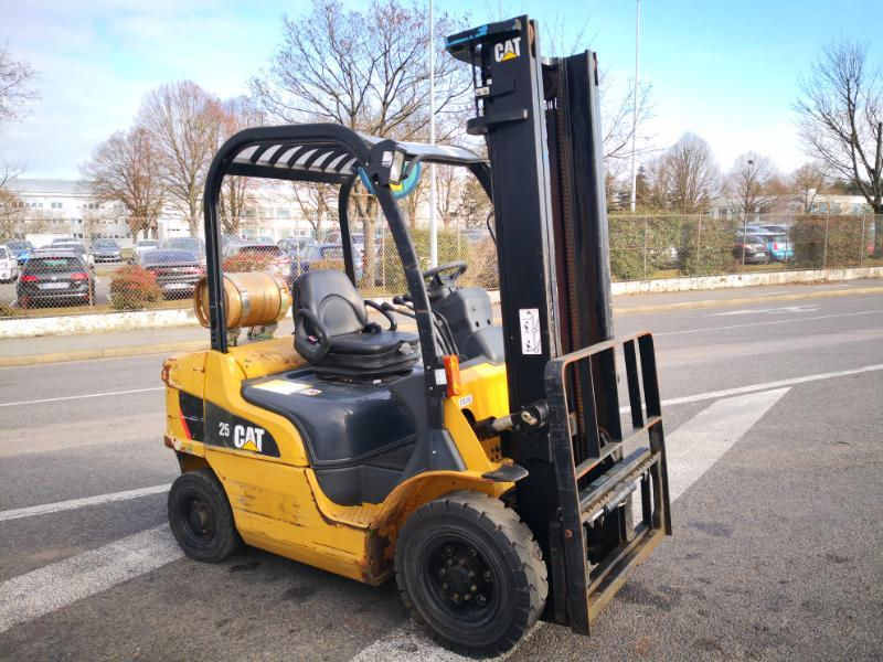 Four wheel front forklift Caterpillar GP25N - 1