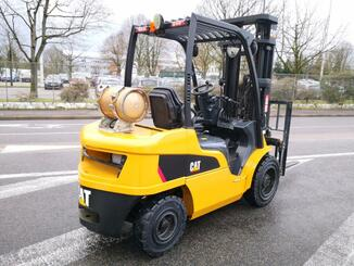 Four wheel counterbalanced forklift Caterpillar GP30N - 5