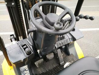 Four wheel counterbalanced forklift Caterpillar GP30N - 8
