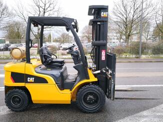 Four wheel counterbalanced forklift Caterpillar GP30N - 3