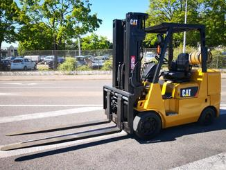 Four wheel counterbalanced forklift Caterpillar GC40K - 1