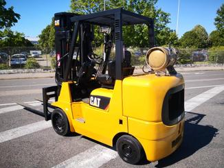 Four wheel counterbalanced forklift Caterpillar GC40K - 4
