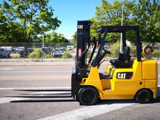Four wheel counterbalanced forklift Caterpillar GC40K - 2