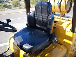 Four wheel counterbalanced forklift Caterpillar GC40K - 8
